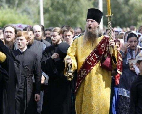 Очень автентично: как монашки под «имперский марш» по Киеву шли