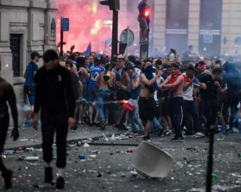 Гранаты, массовые беспорядки и человеческие жертвы: как Франция отпраздновала победу в ЧМ-2018