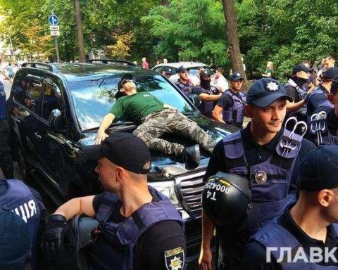 """Депутат заперечує, що збив учасника мітингу """"єврономерів"""""""
