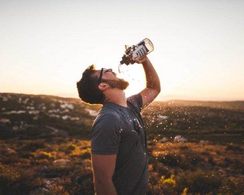 Вода з крану виявилися кориснішою за бутильовану: вчені назвали причину