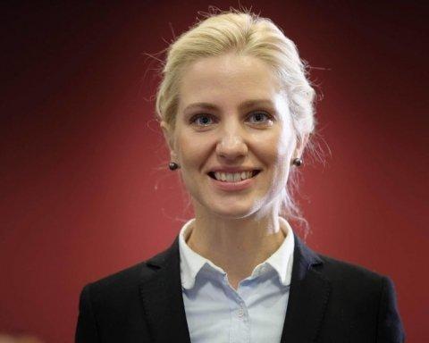 Відома нардеп одружилася з британським топ-юристом: як пройшло весілля