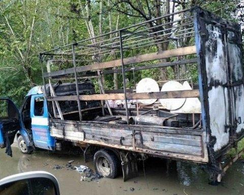 В РФ горящий автомобиль потушили фекалиями