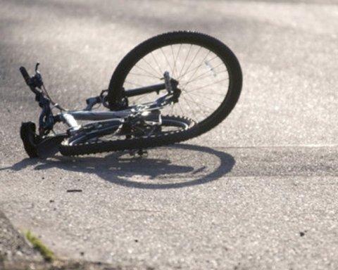На Житомирщине водитель насмерть сбил велосипедиста и пытался скрыться