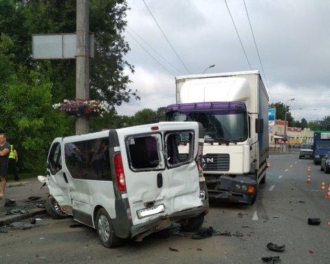Смертельное ДТП унесло жизнь украинца: в Виннице столкнулись четыре авто