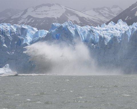 Біля Гренландії вдалося зафіксувати народження айсбергу