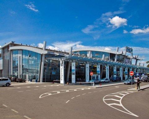 Остались без отпуска: тысячи украинцев застряли в аэропорту Киева
