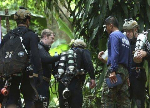 З печери в Таїланді вже визволили 6 дітей