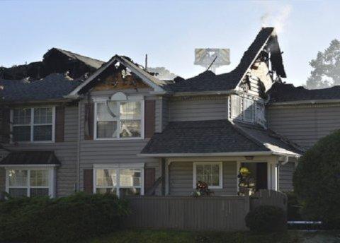 Вертолет рухнул на жилые дома, есть погибшие