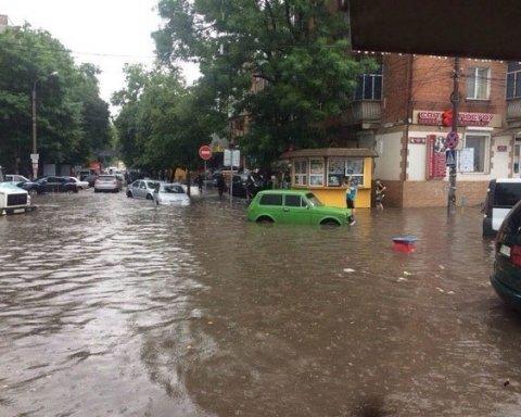 Злива перетворила українське місто на Венецію