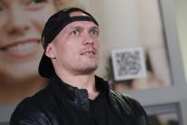 Усик повернувся в Україну: як зустрічали чемпіона