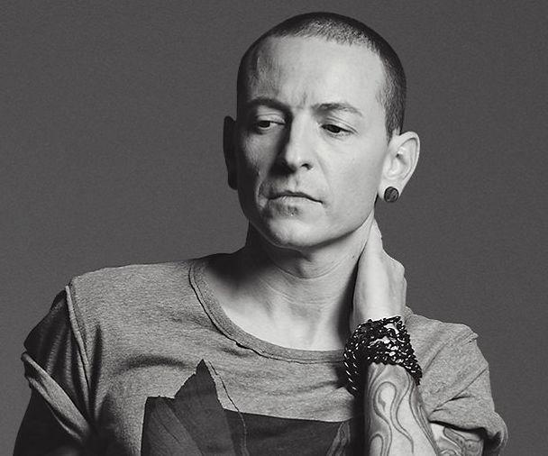 4a382d5a2 Участники группы Linkin Park трогательно почтили память вокалиста, который  покончил с собой
