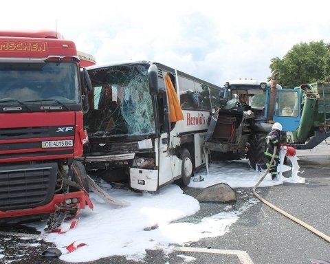 В жутком ДТП с участием трактора пострадали несколько человек