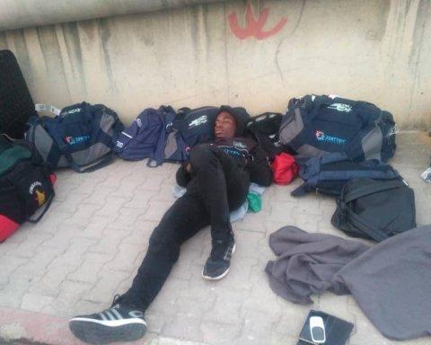Сборная Зимбабве ночевала на улице перед матчом