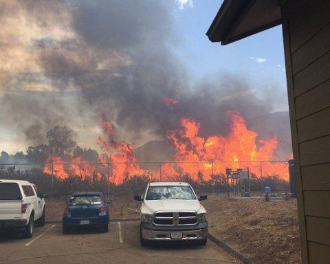 Из-за лесных пожаров в Калифорнии объявлено чрезвычайное положение