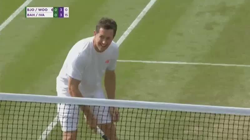 Шведский теннисист до слез рассмешил соперника своим падением
