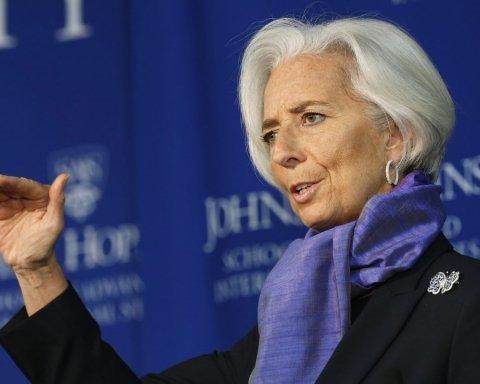 Самолет с главой МВФ на борту совершил экстренную посадку: что случилось