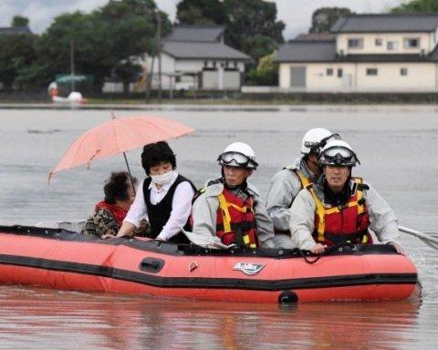 Из-за непогоды в Японии погибло более 30 человек