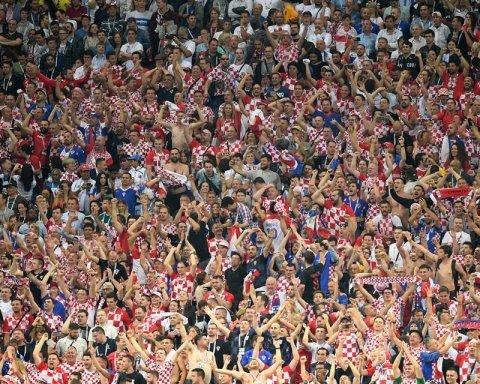 Хорватские фаны снова передали приветствие Украине с российских трибун