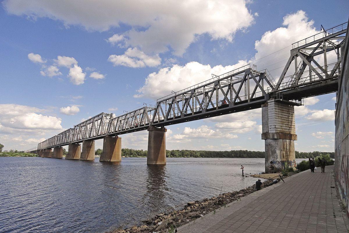 Возле Днепра под грузовиком развалился мост
