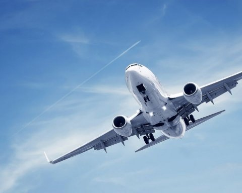 Сотні пасажирів не можуть покинути аеропорт «Бориспіль»: хто зіпсував людям відпустку