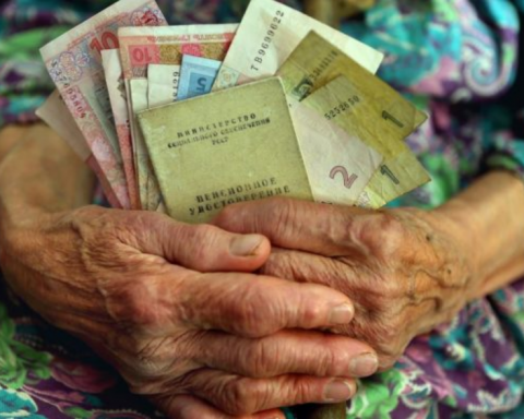 Украинцам решили поднять пенсии: кому повезло в этот раз
