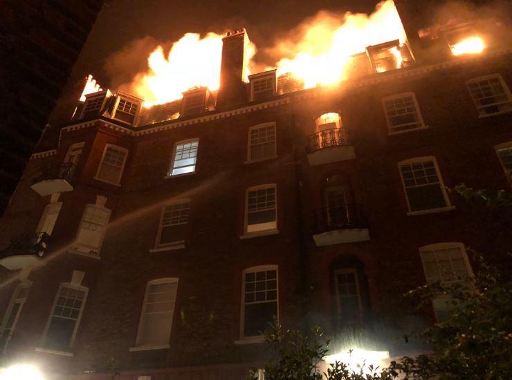 Пожар был виден за несколько километров: в Лондоне огонь охватил красивейшее здание