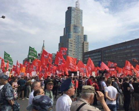 Десятки тисяч росіян вимагають відставки Путіна: у містах проходять масштабні мітинги