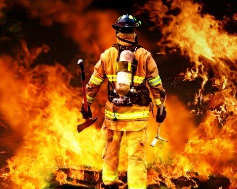 На украинском курорте сгорела база отдыха, люди чудом не пострадали