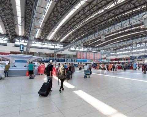 В Европе бросили украинских туристов, люди сутки мучаются в аэропорту