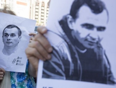 Российских активистов задержали за листовки в поддержку Сенцова