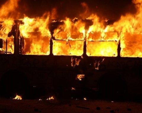 На Львовщине загорелся автобус с туристами: все попало на видео
