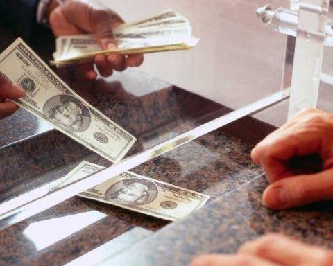 Сотни миллиардов: стало известно, сколько денег украинцы хранят в банках