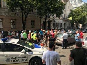 """""""Євробляхер"""" знову став жертвою ДТП під Радою"""