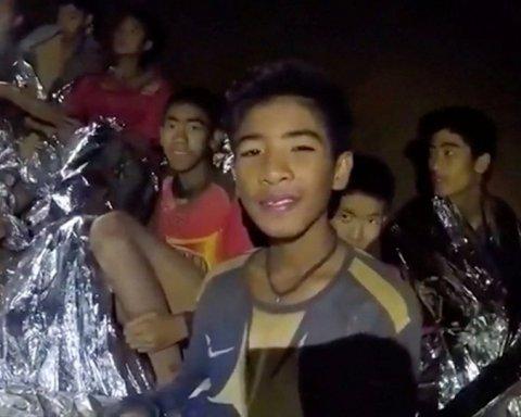 У Таїланді визволили всіх «печерних дітей»