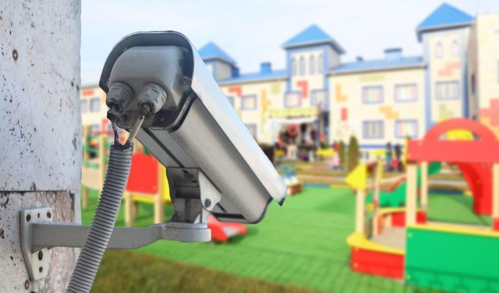 Родители получат возможность следить за детьми в детских садах: как это будет происходить