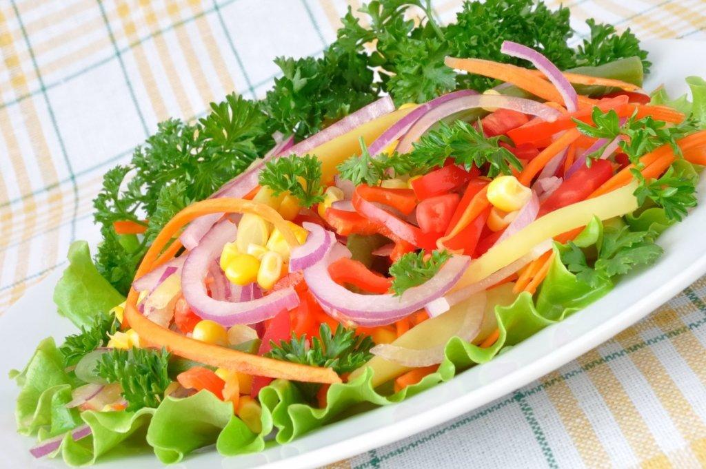 Супрун показала українцям, як правильно готувати салати