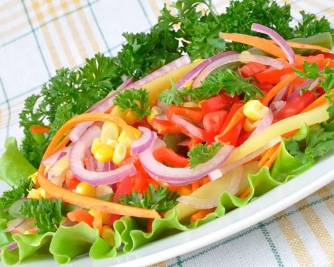 Супрун показала украинцам, как правильно готовить салаты