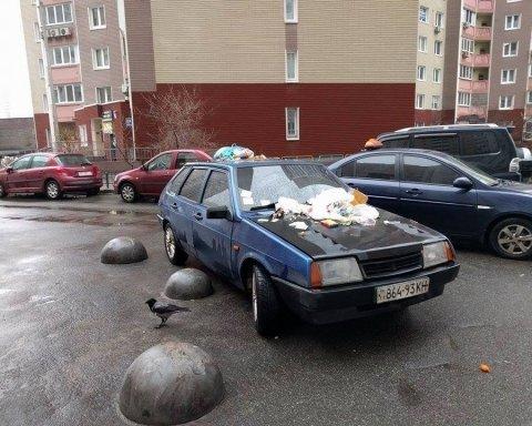 Загородили тротуари та місця для інвалідів: кияни виступили проти героїв парковки