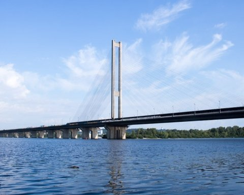 Киевский рыбак наткнулся на труп под мостом