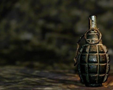 В Запорожье прогремел взрыв во дворе жилого дома: на месте нашли боевую гранату