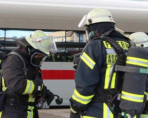 Сотні могли постраждати: пасажирів потягу евакуювали через загрозу отруєння невідомою речовиною