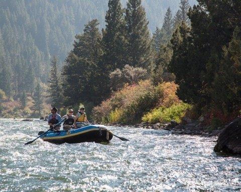 Смертельна поїздка: у США перекинувся човен з пасажирами, загинули діти