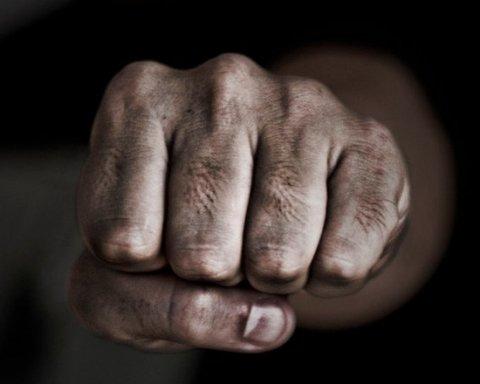 """Фанати """"Динамо"""" та """"Шахтаря"""" влаштували масову бійку в Одесі: опубліковано відео"""