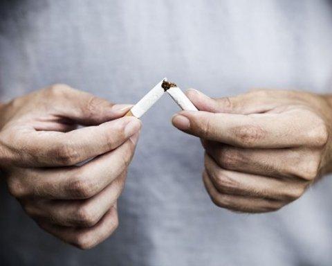 Кинув кожен 10-й: українці почали меньше палити через подорожчання цигарок