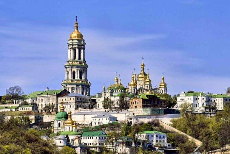 Украинцы попросили у святых Петра и Павла мира