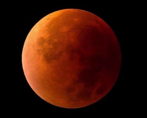 Місячне затемнення-2018: у мережі показали вражаючі фото з різних куточків планети