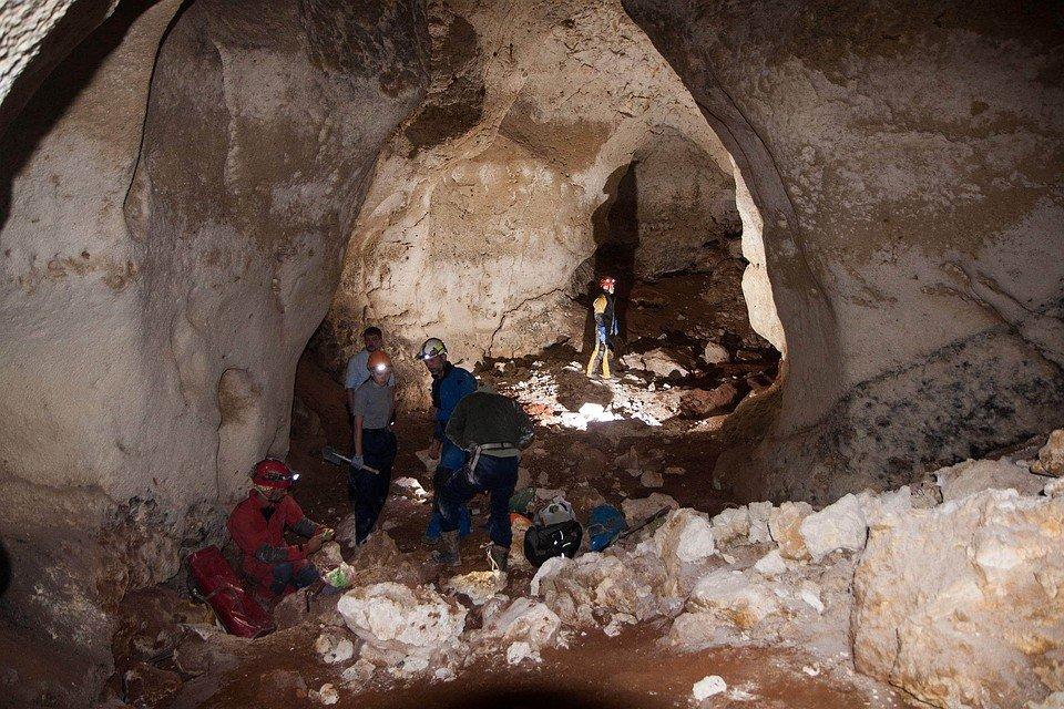 В Крыму нашли гигантскую пещеру с мамонтами