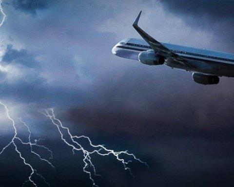 У російський літак влучила блискавка: подробиці інциденту