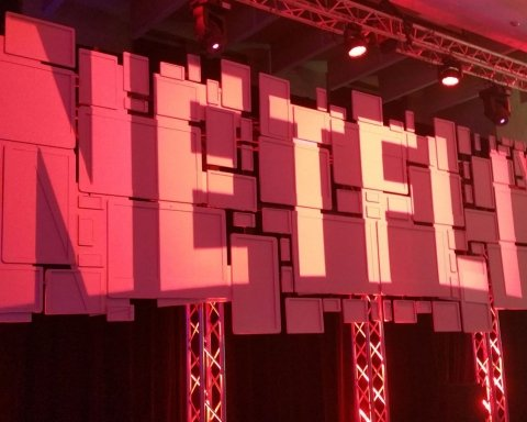 Netflix решил демонстрировать в своих проектах меньше курильщиков
