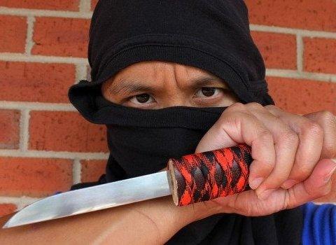 Террорист с ножем напал на людей: есть жертвы